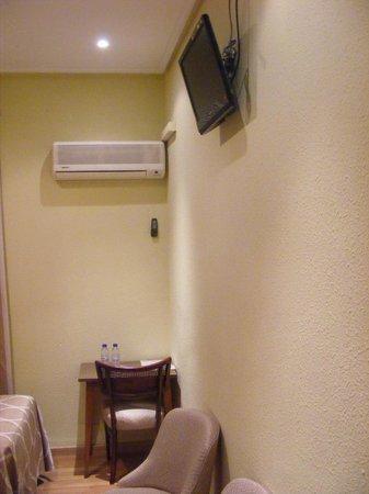 Hotel Alkazar: climatizador y tv