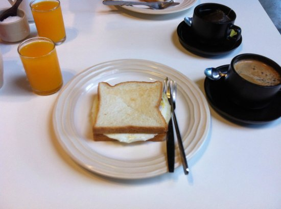 The Sundays Sanctuary Resort & Spa: 簡単な朝食 breakfast