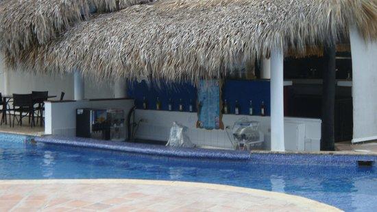 Sirenis Punta Cana Resort Casino & Aquagames: Poolbar