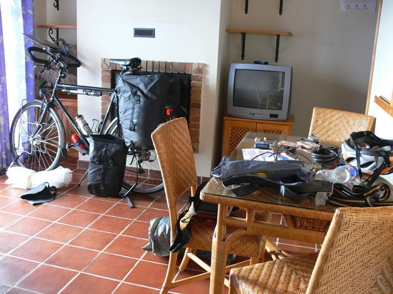Los Molinos : This is the living room with couch and table