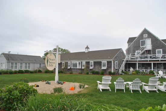 Beach Breeze Inn: Beautiful and quaint. This is Cape Cod!