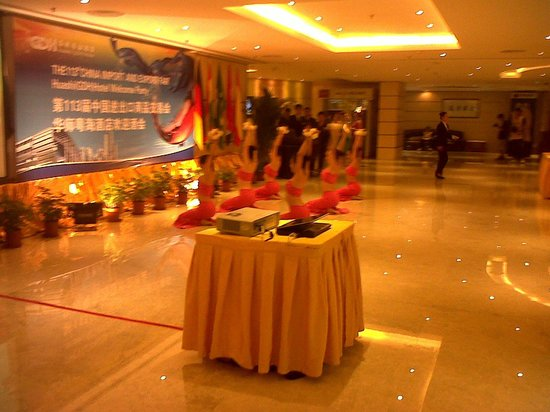 Huashi Hotel: Hotel lobby