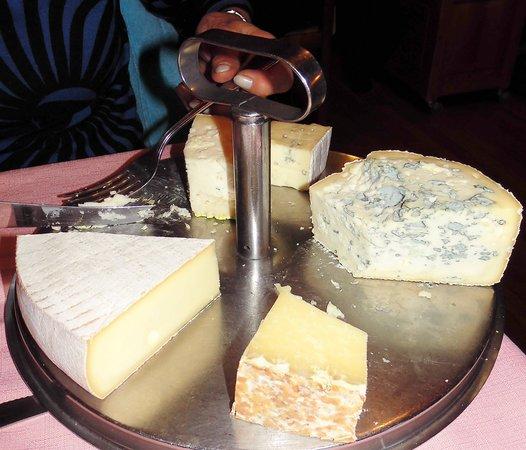 Le Relais de l'Aubrac: plateau fromages au choix !