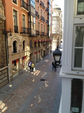Pension Arriaga: Street view from balcony