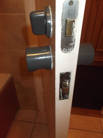 Mercure Hatfield Oak Hotel: Door which didn't lock properly