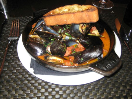Cucina By Wolfgang Puck : Entree of mussels