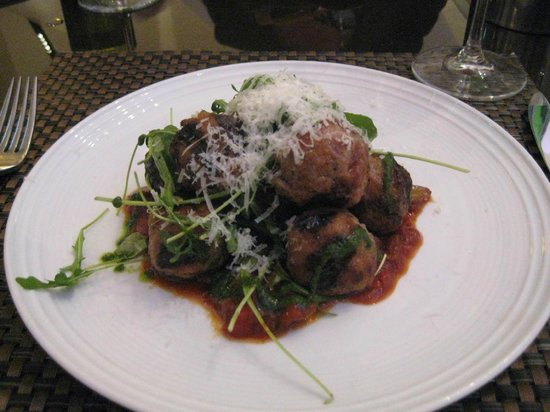 Cucina By Wolfgang Puck : Entree of meatballs, arugula and parmigano