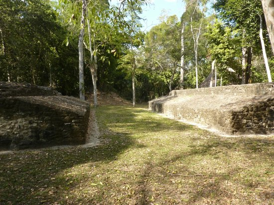 Ruinas de Uaxactún: Ball game playground
