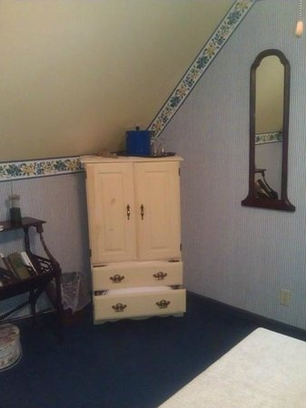 1875 Homestead Bed and Breakfast: Yellowwood Room