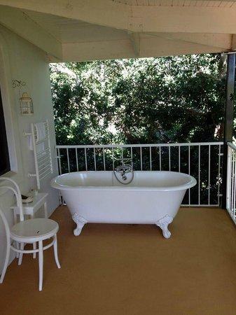 Akademie Street Boutique Hotel: Outdoor bath. Lots of fun!