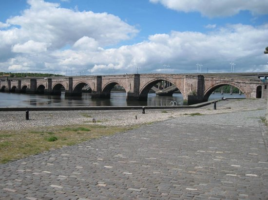 YHA Berwick: Quayside next to river, Berwick