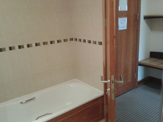 Oriel House Hotel: Bathroom