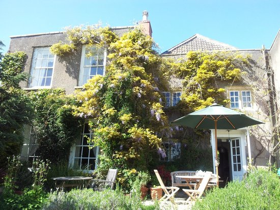 Compton House: Back Of House Where We Enjoyed Breakfast In The Sun