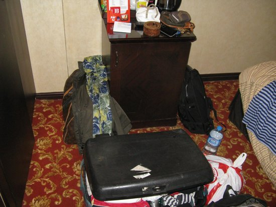 Pera Rose Hotel: Suitcase and bag in the only space of the room, view from entrance door to the 'fridge