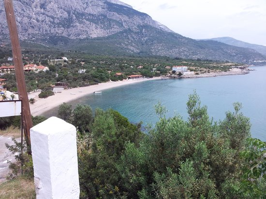 Agrilionas Beach Apartments: Beautiful view of area and stunning mount Kerkis