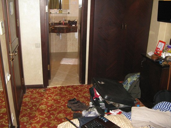Pera Rose Hotel: From bed to shower room, entrance door on the left, 'fridge on the left