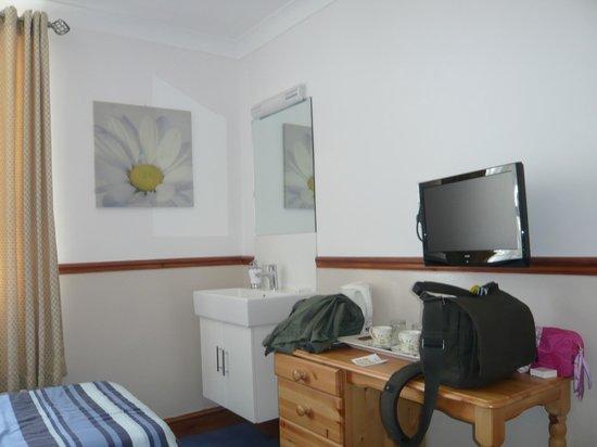 هوتل ميريديانا: chambre dernier étage avec lavabo