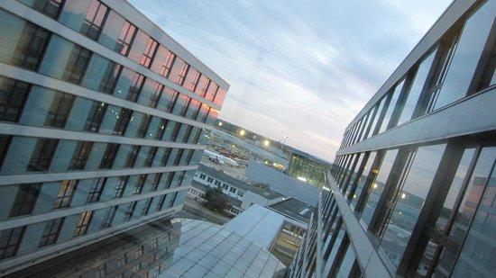 Maritim Hotel Duesseldorf : Vue des ascenseurs
