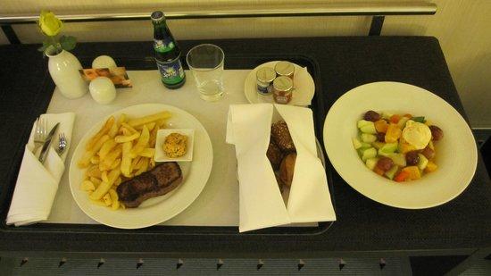 Maritim Hotel Duesseldorf : Room service