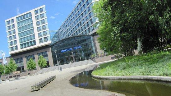 Maritim Hotel Duesseldorf : Hotel, vue coté Business