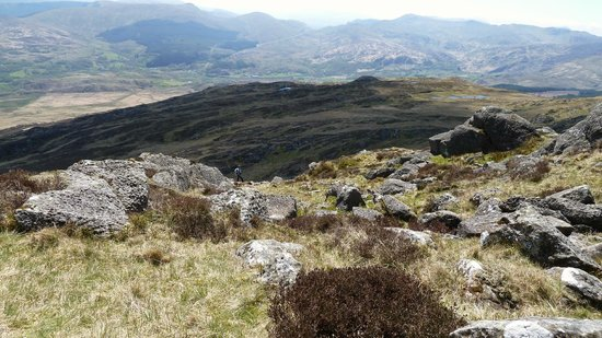 Capel Curig, UK: Hubby looking for another route down