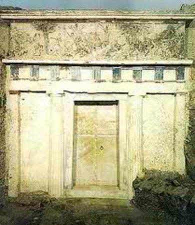 พิพิธภัณฑ์และสุสานเวอร์จินา: Royal Tomb of Philip II facade