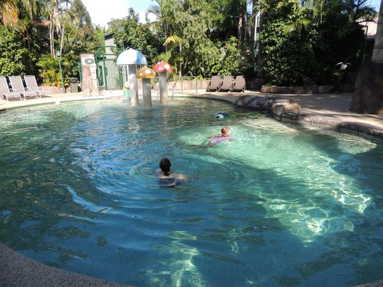 Ashmore Palms Holiday Village: Kids enjoying pool area