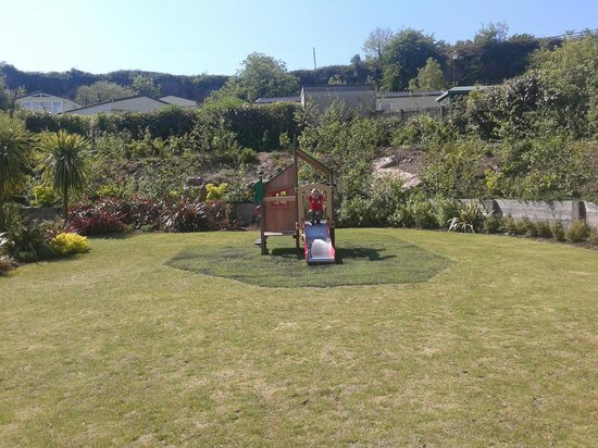 Kiln Park Holiday Centre - Haven: Park pub garden and small play area