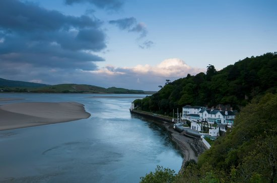 Hotel Portmeirion: Hotel from Cliff