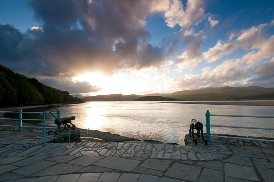 Hotel Portmeirion: The Harbour and beach