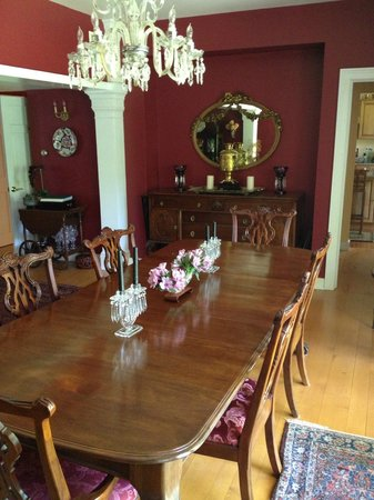 Green River Bridge House: Dining Room table