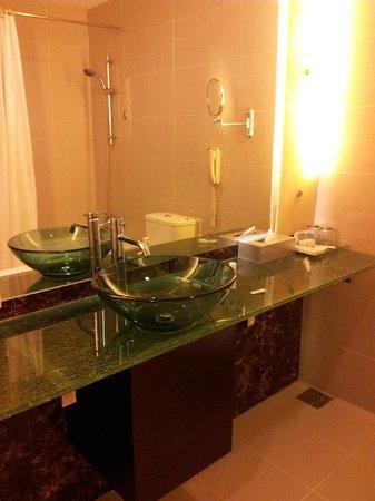 Hotel Royal at Queens: Bath room 2