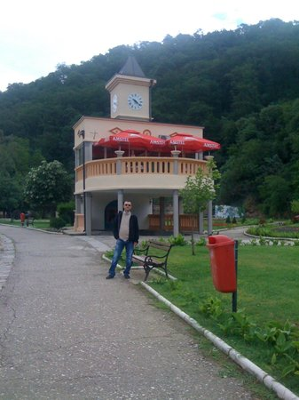 Vranjska Banja, Serbia: Coffie shop with the sping in the basement