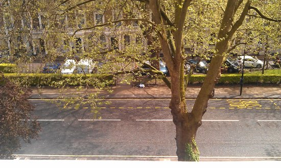 Olympic House Hotel: View onto the street