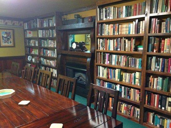 Ravenwood Castle: Amazing Library!!
