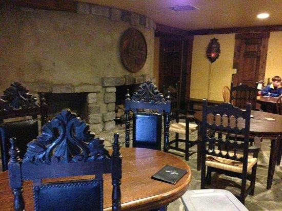Ravenwood Castle: Raven Roost Pub