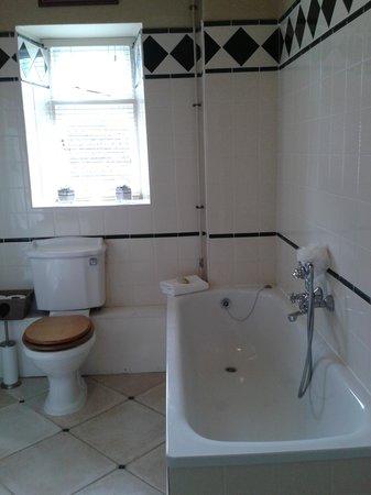 The Inn at Fossebridge: The Fossebridge Bathroom