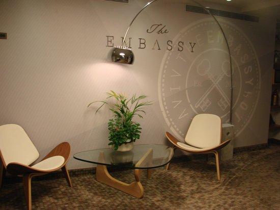 The Embassy Hotel Tel Aviv: В холле