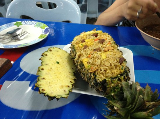 Mengrai Seafood: Fried rice poneapple