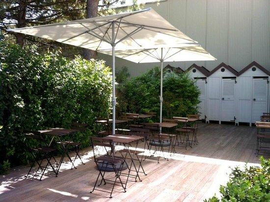 Camere Magnolia Faenza: Zona colazione/living primavera/estate
