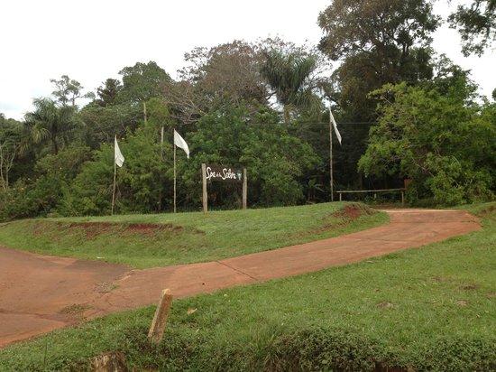Hostel Inn Iguazu: Mas de los alrededores del hostel