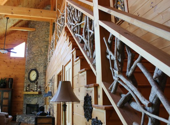 Dogwood Cabins at Trillium Cove: Stairway to the Loft