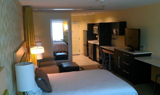 Home2 Suites by Hilton Huntsville / Research Park Area: Spacious suite with sitting area and kitchenette