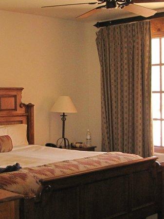Tanque Verde Ranch: comfortable bed
