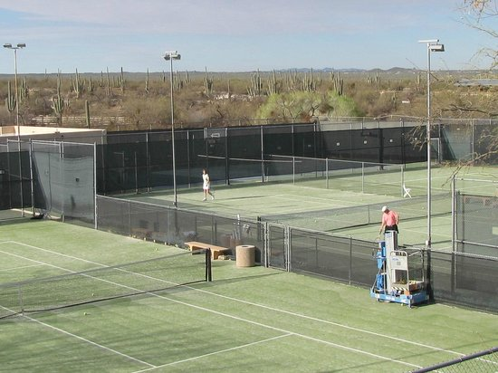 Tanque Verde Ranch: excellent tennis courts and lessons!