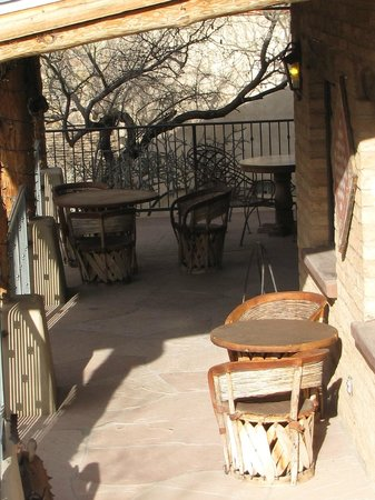 Tanque Verde Ranch: bar is never open after our ride?