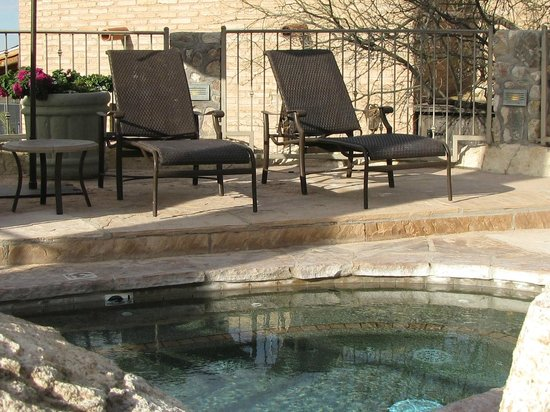 Tanque Verde Ranch: jacuzzi area