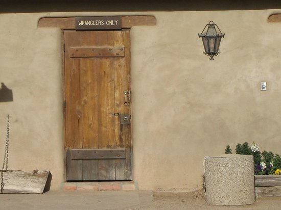 Tanque Verde Ranch: wranglers room