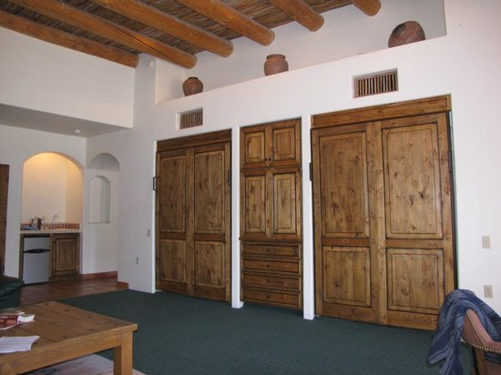 Tanque Verde Ranch: beautiful large rooms in villa
