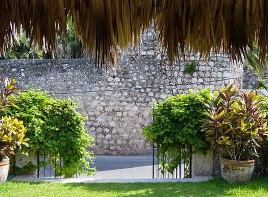 Taberna de los Frailes : Garden gate facing walls of the Convent